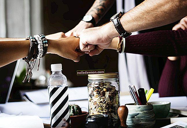 Mitkä ovat ryhmätyön edut liiketoiminnassa?